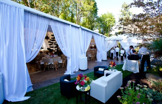 Host corporate events on the Willamette
